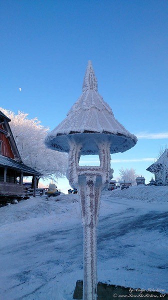Beskid_Mountains_Frost_on_the_wooden_lamp, Czech Republic