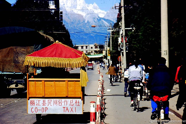 Lijiang China Yellow cab, co-op taxi service