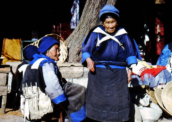 Lijiang Ladies posing