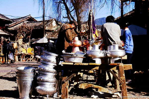 Lijiang market, pots and pans